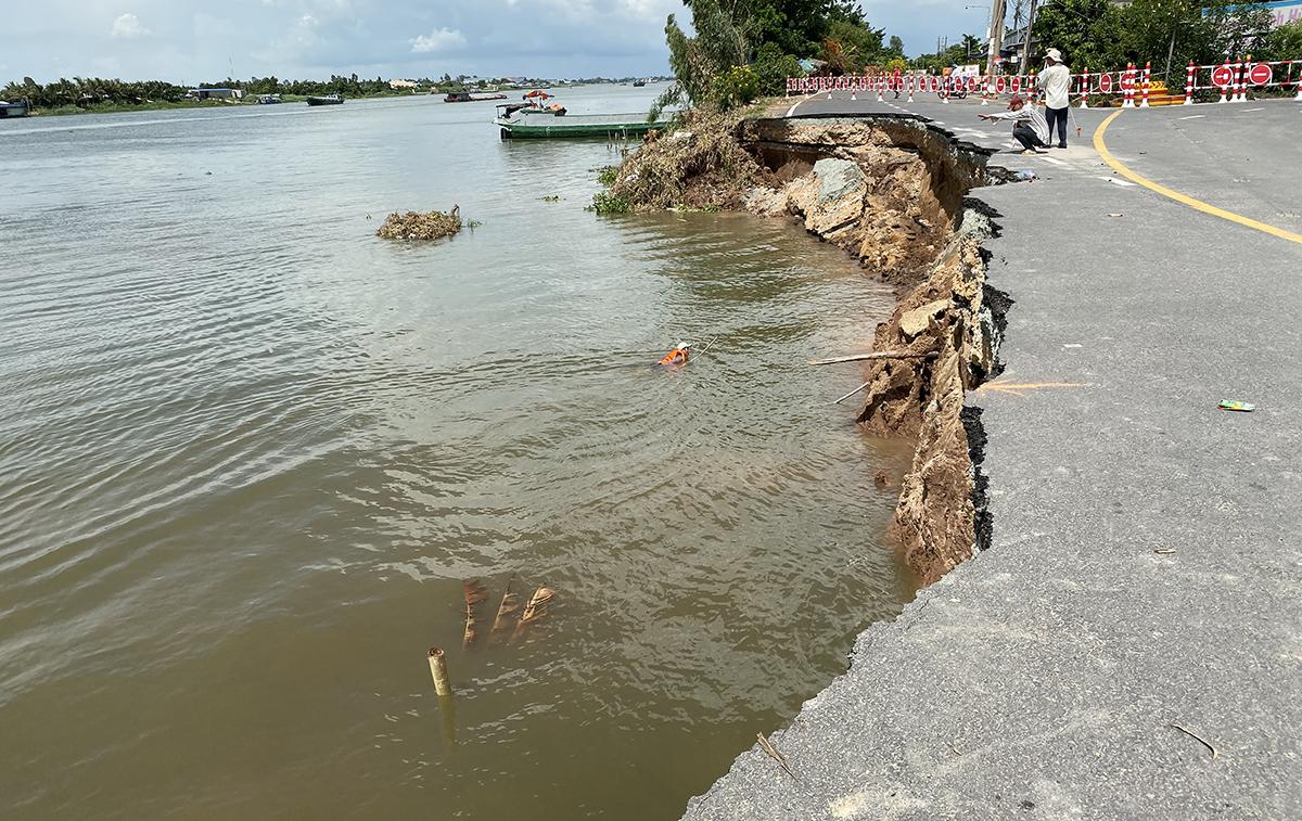 Hiện trường vụ sạt lở hàng chục m quốc lộ 91 tại huyện Châu Phú, tỉnh An Giang xuống sông Hậu tháng 5/2020. Ảnh: Cửu Long