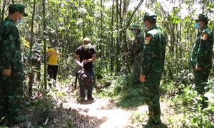 Hai người vượt biên trái phép từ Lào về nước bị bắt