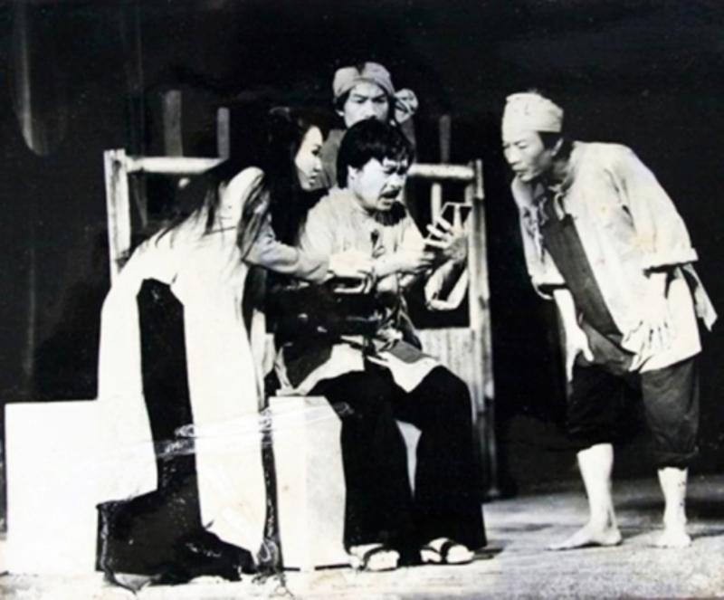 Một cảnh trong vở kịch Hồn Trương Ba, da hàng thịt. Ảnh: Nhân dân.