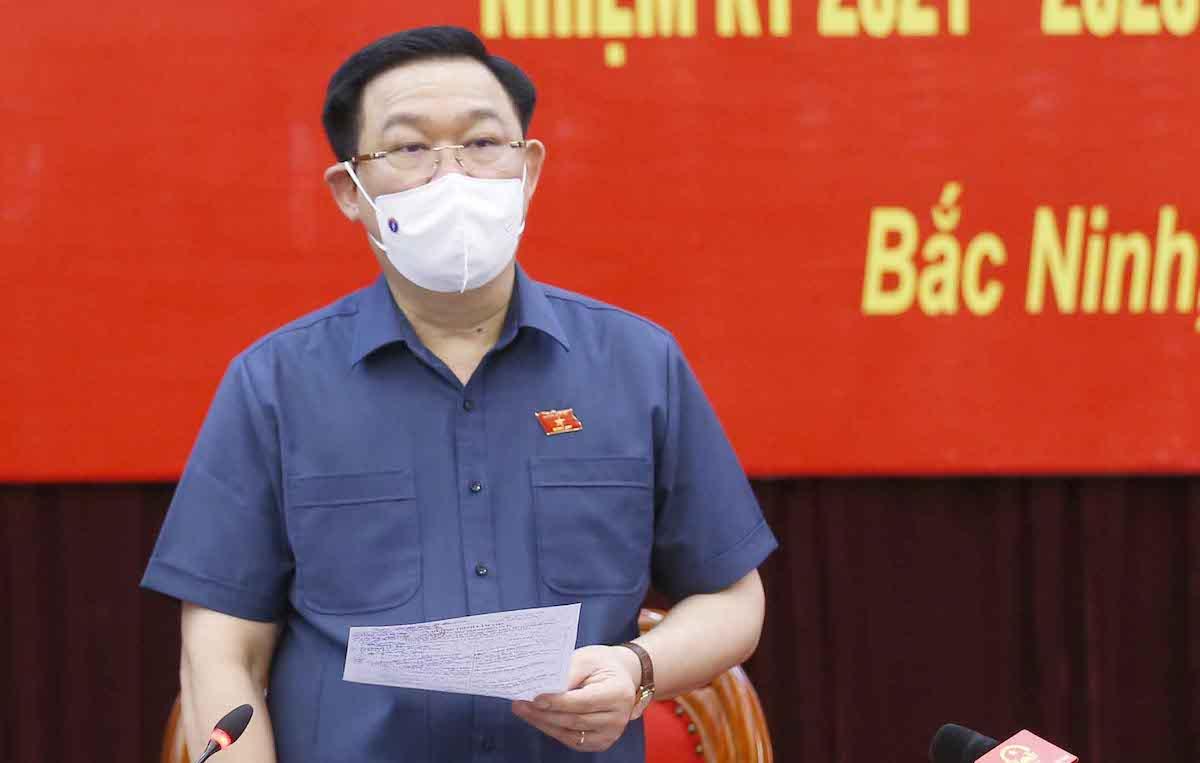 Chủ tịch Quốc hội Vương Đình Huệ kiểm tra công tác bầu cử ở Bắc Ninh. Ảnh: Hoàng Phong