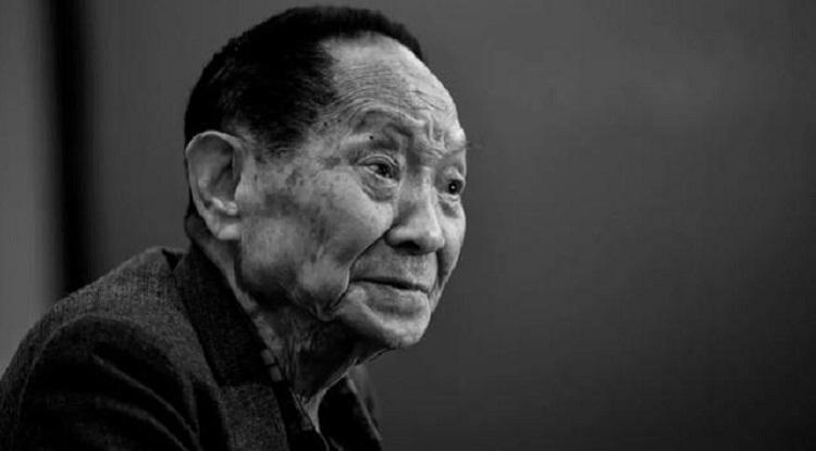 Nhà khoa học Viên Long Bình với tâm huyết nghiên cứu giống lúa lai phục vụ trên thế giới. Ảnh: CCTV.