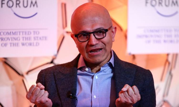 Giám đốc điều hành Microsoft Satya Nadella tại Davos, Thụy Sĩ, hồi tháng 1/2020. Ảnh: Reuters.