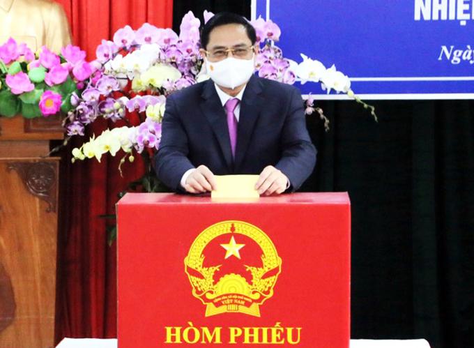 Thủ tướng Phạm Minh Chính bỏ phiếu bầu tại phường Cái Khế, quận Ninh Kiều, TP Cần Thơ. Ảnh: Cửu Long