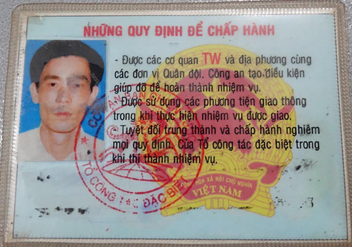 Thẻ công tác đặc biệt giả của Toàn. Ảnh: Thái Hà