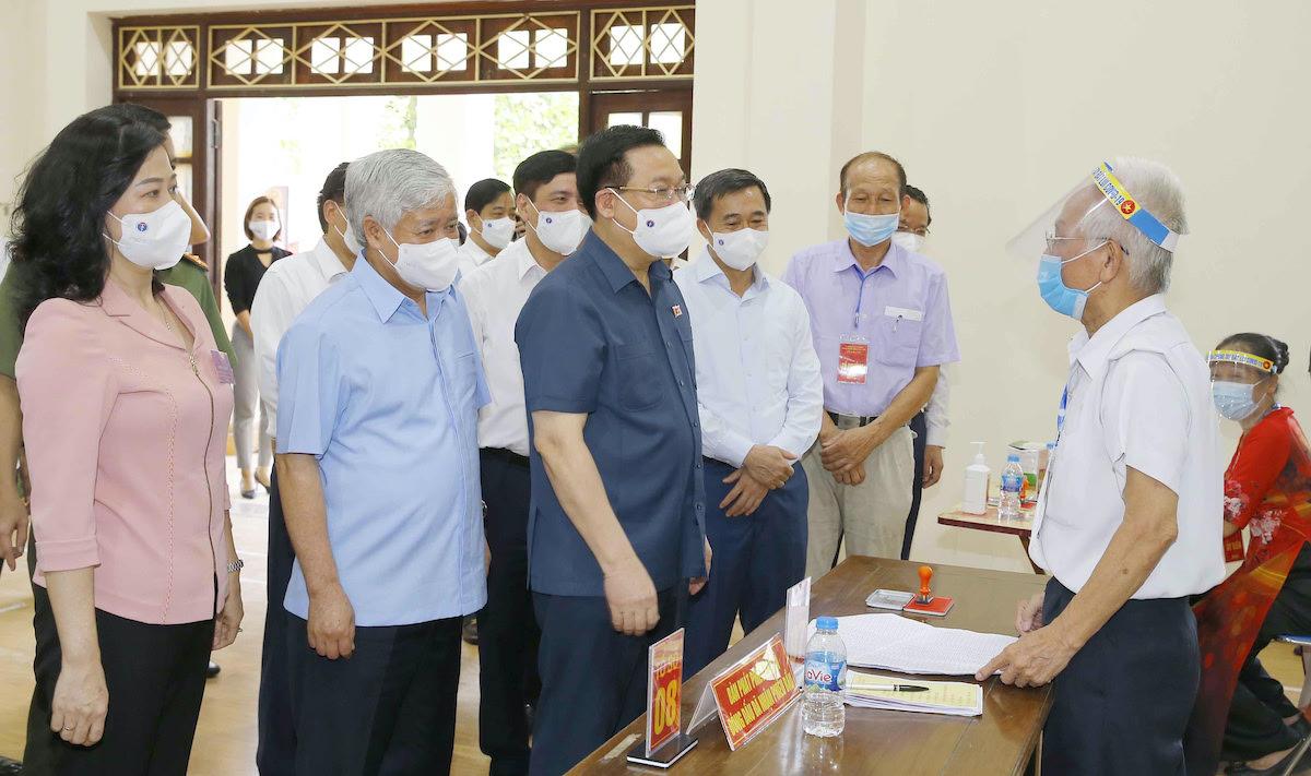 Chủ tịch Quốc hội Vương Đình Huệ đã kiểm tra công tác bầu cử tại Bắc Ninh. Ảnh: Hoàng Phong