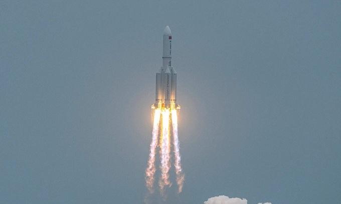 Tên lửa Trường Chinh 5B được phóng lên vào tuần trước. Ảnh: AFP.