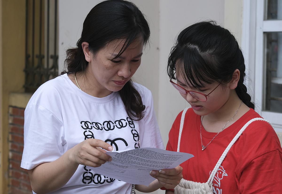 Thí sinh dự thi vào lớp 10 ở Hà Nội năm 2020. Ảnh:Dương Tâm.