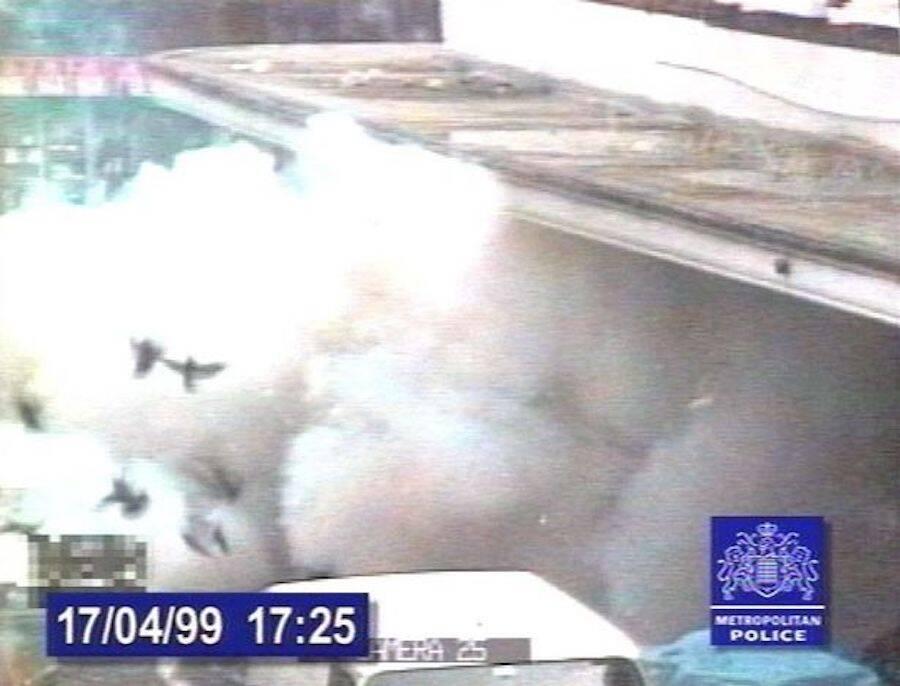 Hình ảnh vụ khủng bố bằng bom đinh được camera an ninh ghi lại. Ảnh: Metropolitan Police