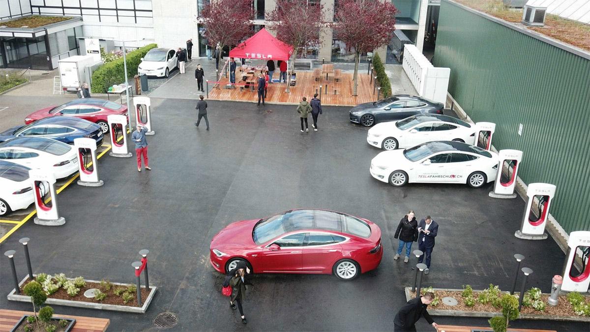 Một trạm sạc của Tesla tại Thụy Sĩ. Ảnh: Techgarage