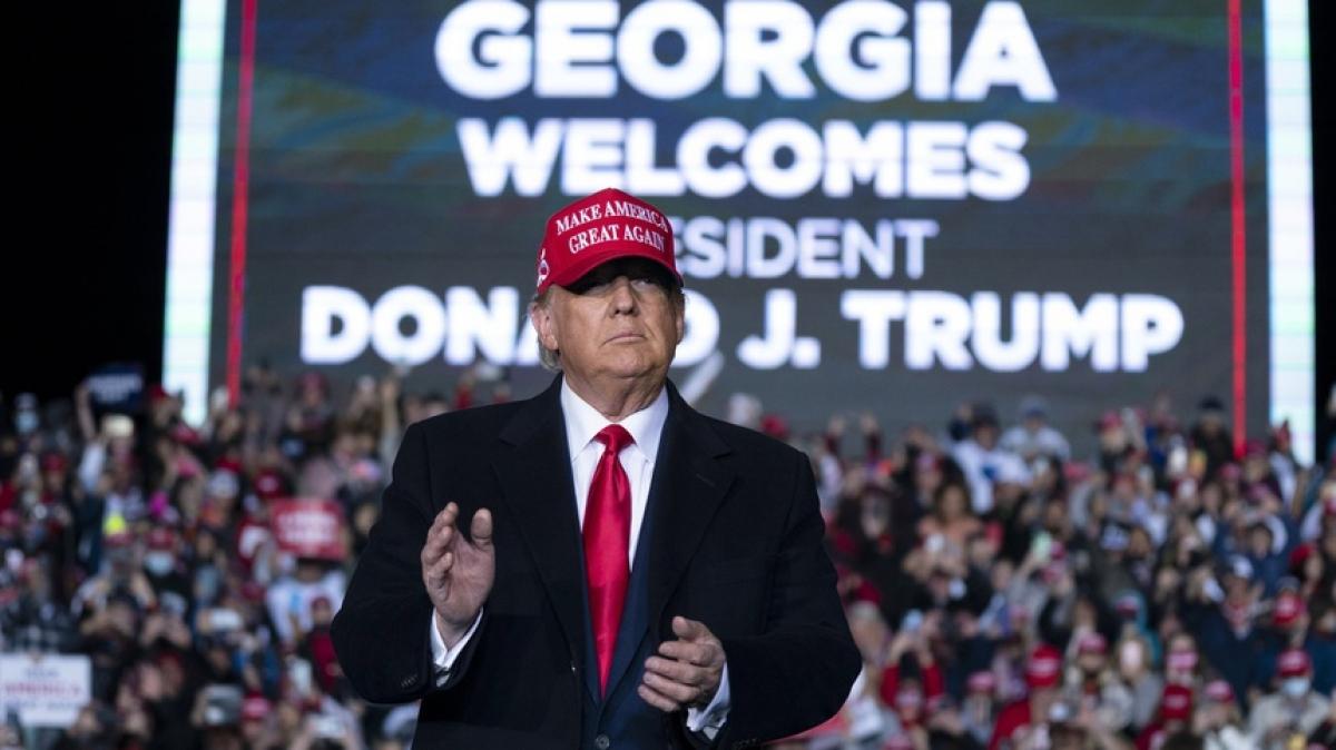 Ứng viên Cộng hòa Donald Trump vận động tranh cử tại Georgia vào ngày 1/11/2020. Ảnh: AP.