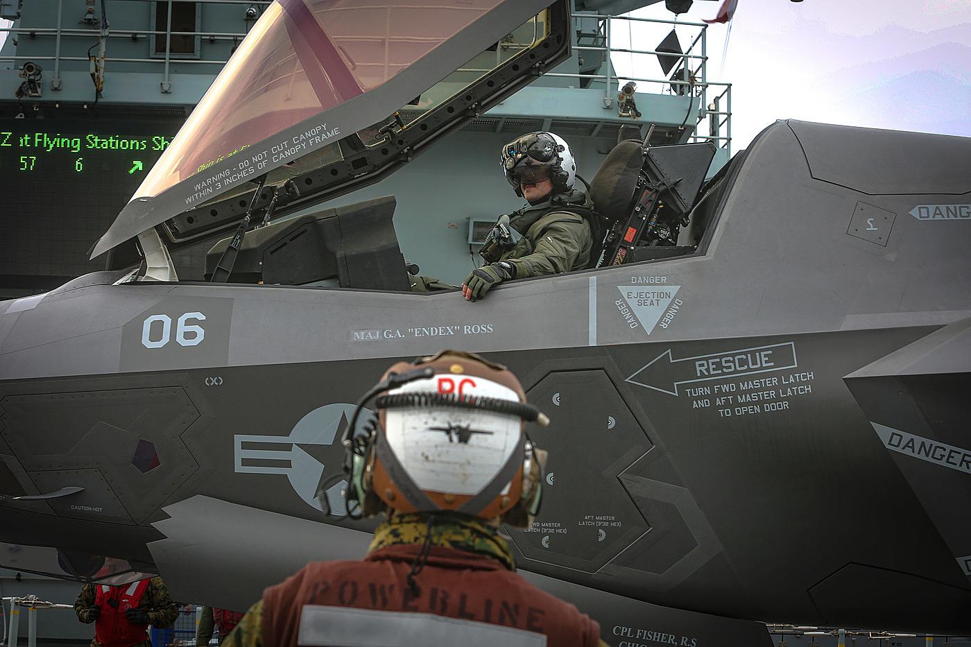 F-35B của thủy quân lục chiến Mỹ diễn tập phối hợp hoạt động với hải quân Anh trên tàu sân bay HMS Queen Elizabeth vào tháng 9/2020. Ảnh: USMC.