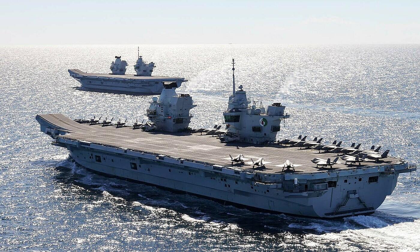 Hai tàu sân bay HMS Queen Elizabeth và HMS Prince of Wales lần đầu di chuyển cùng nhau vào ngày 20/5. Ảnh: Bộ Quốc phòng Anh.