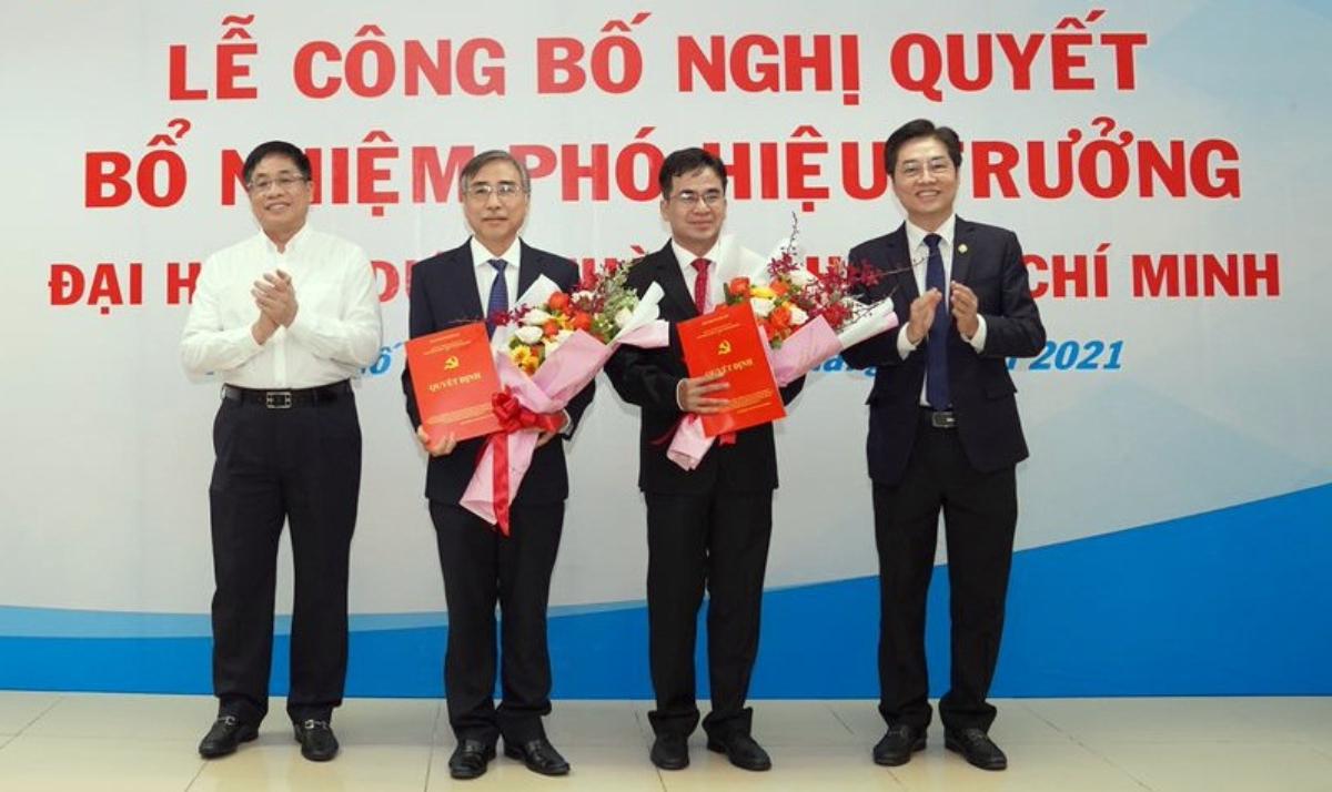 TS Hà Mạnh Tuấn (thứ hai từ trái qua) và PGS Ngô Quốc Đạt (thứ ba từ trái qua) nhận quyết định bổ nhiệm Phó hiệu trưởng Đại học Y dược TP HCM ngày 5/4. Ảnh:Đại học Y dược TP HCM.