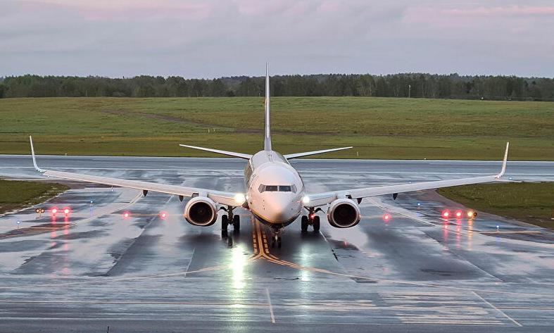 Máy bay Ryanair hạ cánh tại Vilnius sau khi rời Belarus hôm 23/5. Ảnh: Reuters.