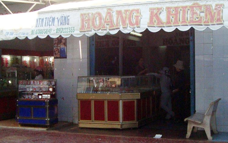 Tiệm vàng Hoàng Khiêm tại huyện Đầm Dơi. Ảnh: Hưng Lợi
