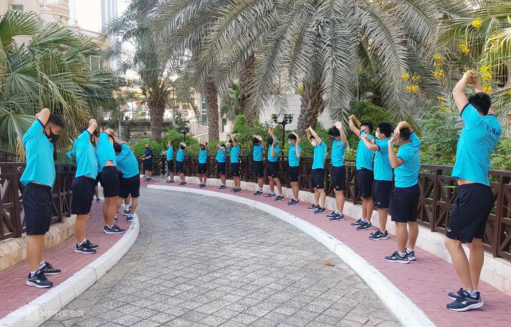 Tuyển Việt Nam tập nhẹ tại khách sạn Switsotel Al Murooj Dubai trưa 27/5. Ảnh: Lâm Thoả