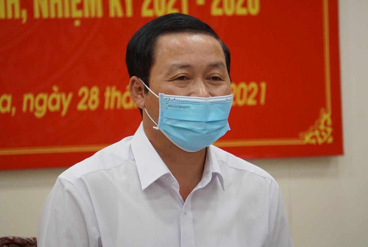 Chủ tịch UBND tỉnh Thanh Hoá Đỗ Minh Tuấn công bố kết quả bầu cử chiều 28/5. Ảnh: Lê Hoàng.