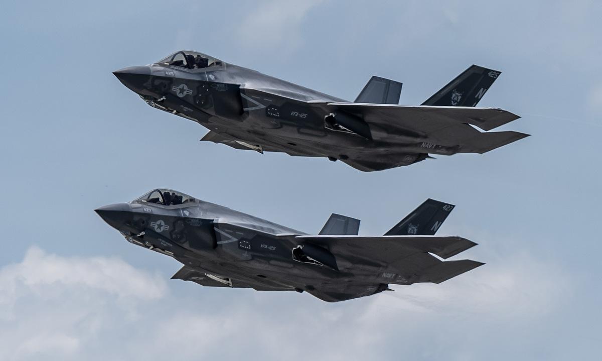 Tiêm kích F-35C Mỹ bay biểu diễn hôm 21/5. Ảnh: US Navy.