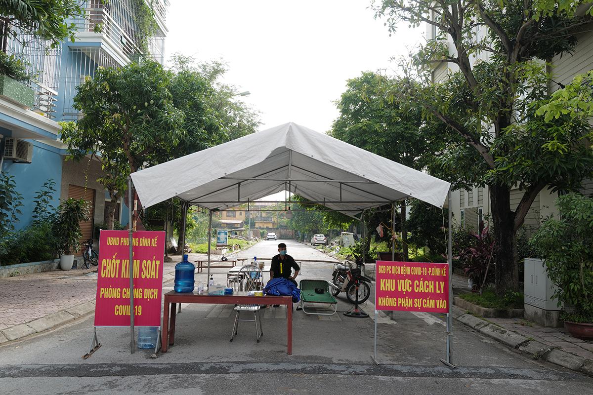 Chốt kiểm soát dịch bệnh tại Phường Dĩnh Kế, TP Bắc Giang, tỉnh Bắc Giang. Ảnh: Ngọc Thành