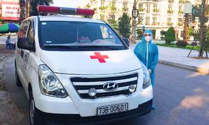 Tài xế xe cứu thương nghỉ việc vào hỗ trợ tâm dịch