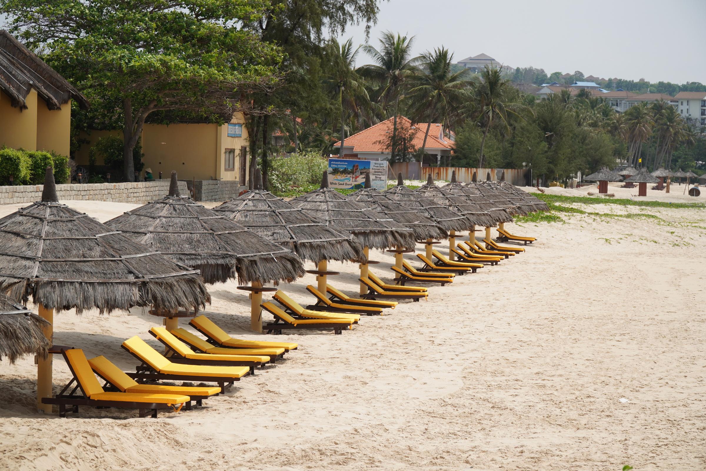 Các khu nghỉ dưỡng ven biển Phan Thiết đìu hiu do ảnh hưởng covid-19. Ảnh: Việt Quốc.