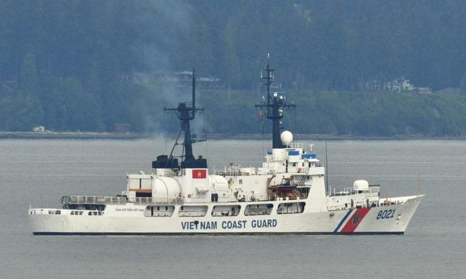 Tàu CSB-8021 di chuyển tại bang Washington, Mỹ, hôm 19/5. Ảnh: My Edmonds News.