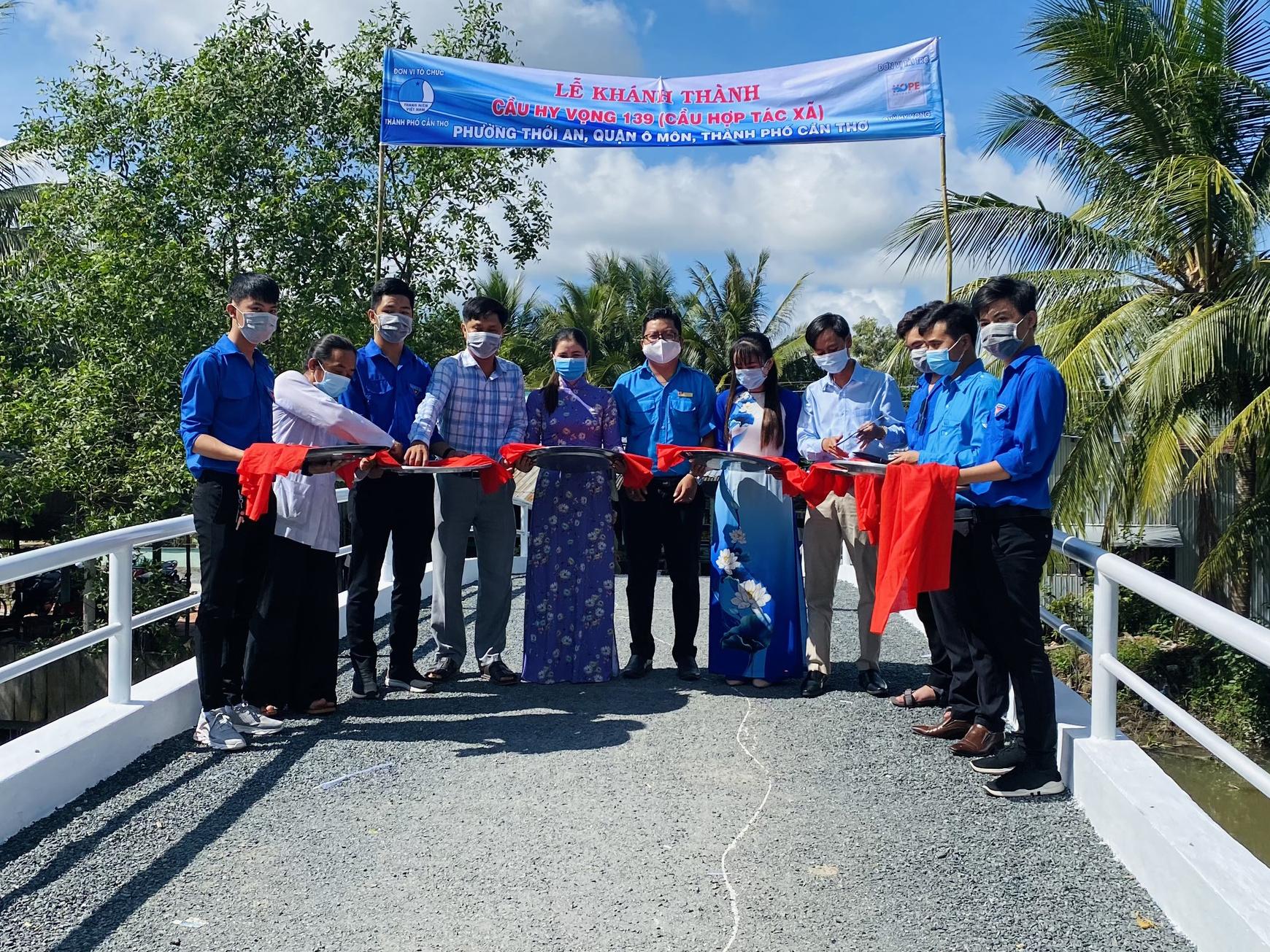 Lễ khánh thành cầu Hy Vọng 139 tại phường Thới An, quận Ô Môn, TP Cần Thơ. Ảnh: Tiến Danh.