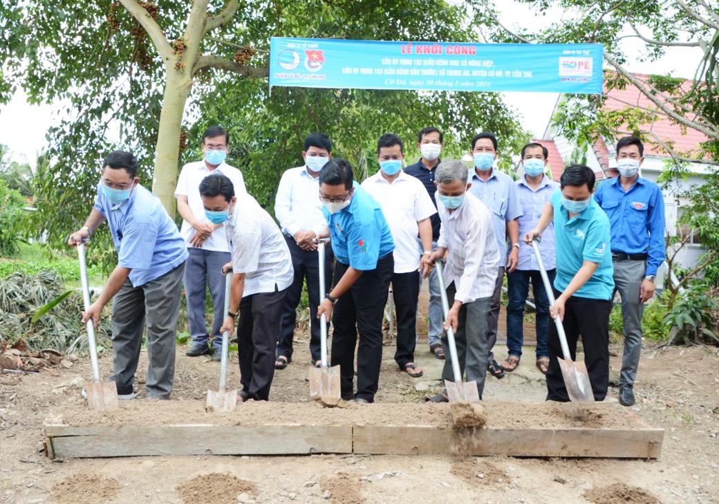 [Khởi công xây cầu Hy Vọng 152, 153 tại huyện Cờ Đỏ, Cần Thơ. Ảnh: Tiến Danh.