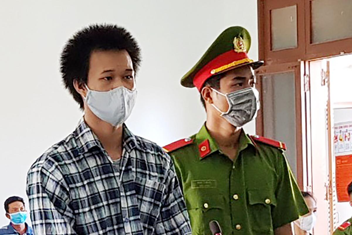 Phạm Kim Phê tại phiên tòa ngày 31/5. Ảnh: An Phước.