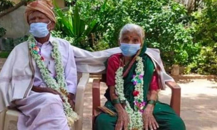Vợ chồng cụ ông Iranna và vợ là cụ bà Iravva. Ảnh: New Indian Express.
