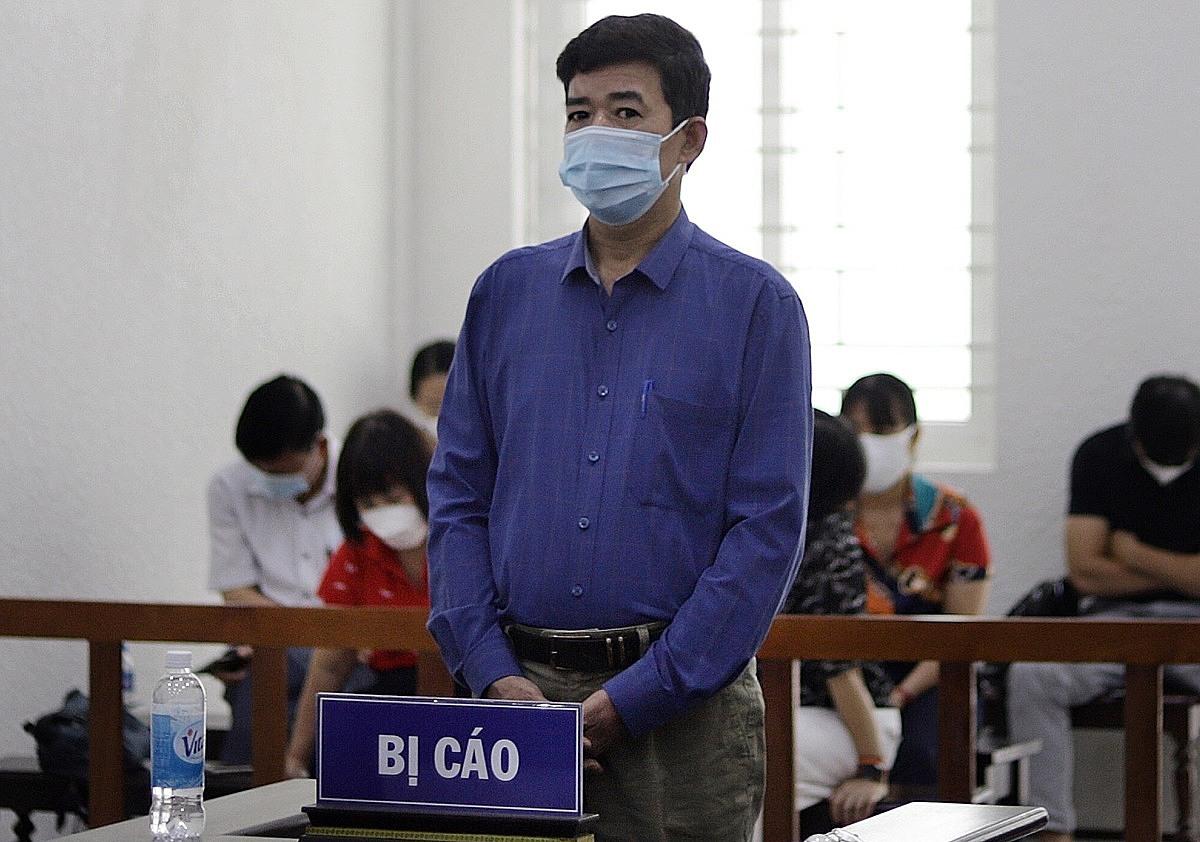 Cựu kiểm sát viên Đỗ Văn Khoa tại phiên xét xử. Ảnh: Danh Lam