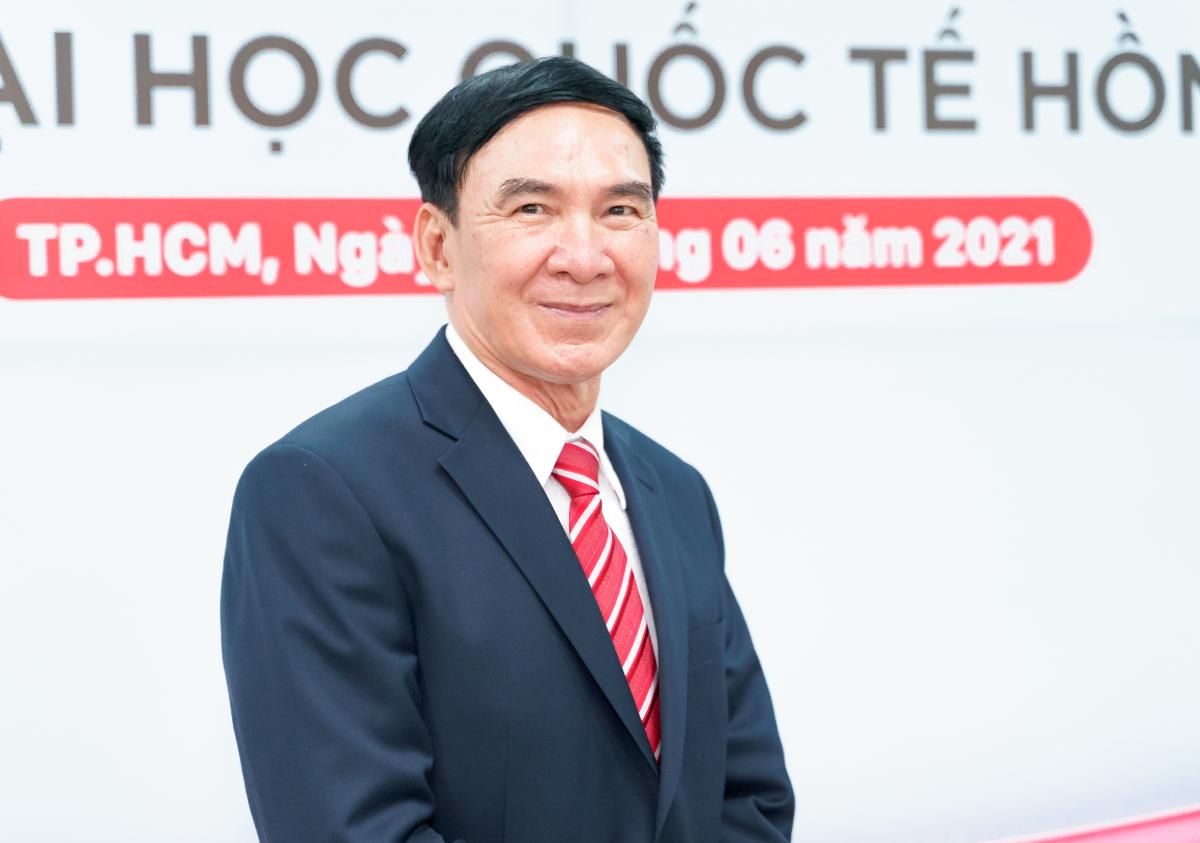 GS Phạm Văn Lình tại Đại học Quốc tế Hồng Bàng sáng 1/6. Ảnh: Đại học Quốc tế Hồng Bàng.