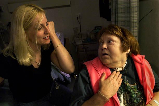 Bà Jean Coyle (phải) là nạn nhân duy nhất sống sót. Ảnh: Gettyimages.