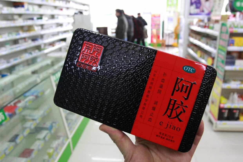 Thần dược cao da hổ bán trong một siêu thị ỏ Trung Quốc. Ảnh: The Guardian