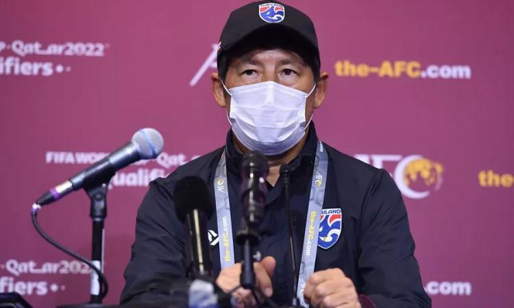 Nishino dalam jumpa pers jelang laga Thailand vs Indonesia.  Foto: Siam.