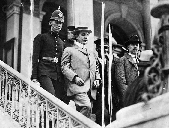 Harry Thaw rời phiên toà ngày 25/6/1906. Ảnh: Murderpedia