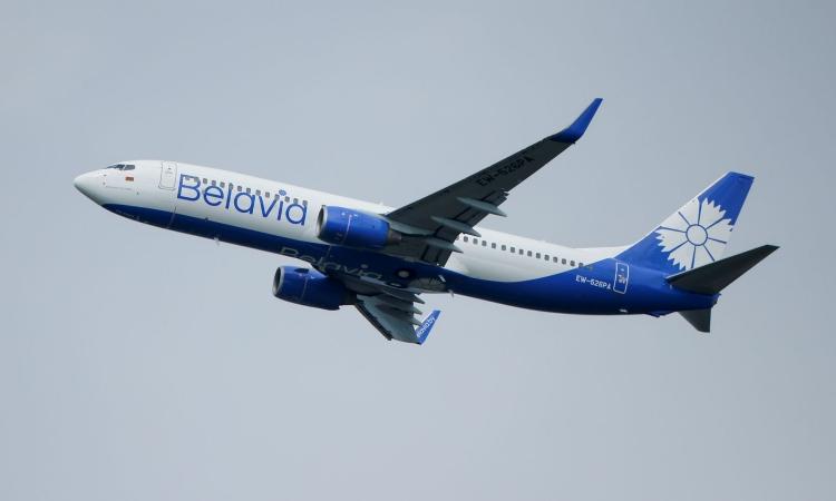 Máy bay của hãng hàng không quốc gia Belarus Belavia cất cánh tại sân bay Domodedovo, Nga, hôm 28/5. Ảnh: Reuters.