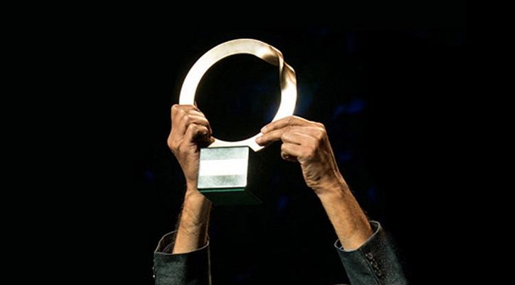 Chiếc cúp giải thưởng có tên gọi Ouroboros, hình con rắn tự nuốt đuôi, biểu tượng sức mạnh của sự tái tạo của thiên nhiên. Ảnh: Oneday.
