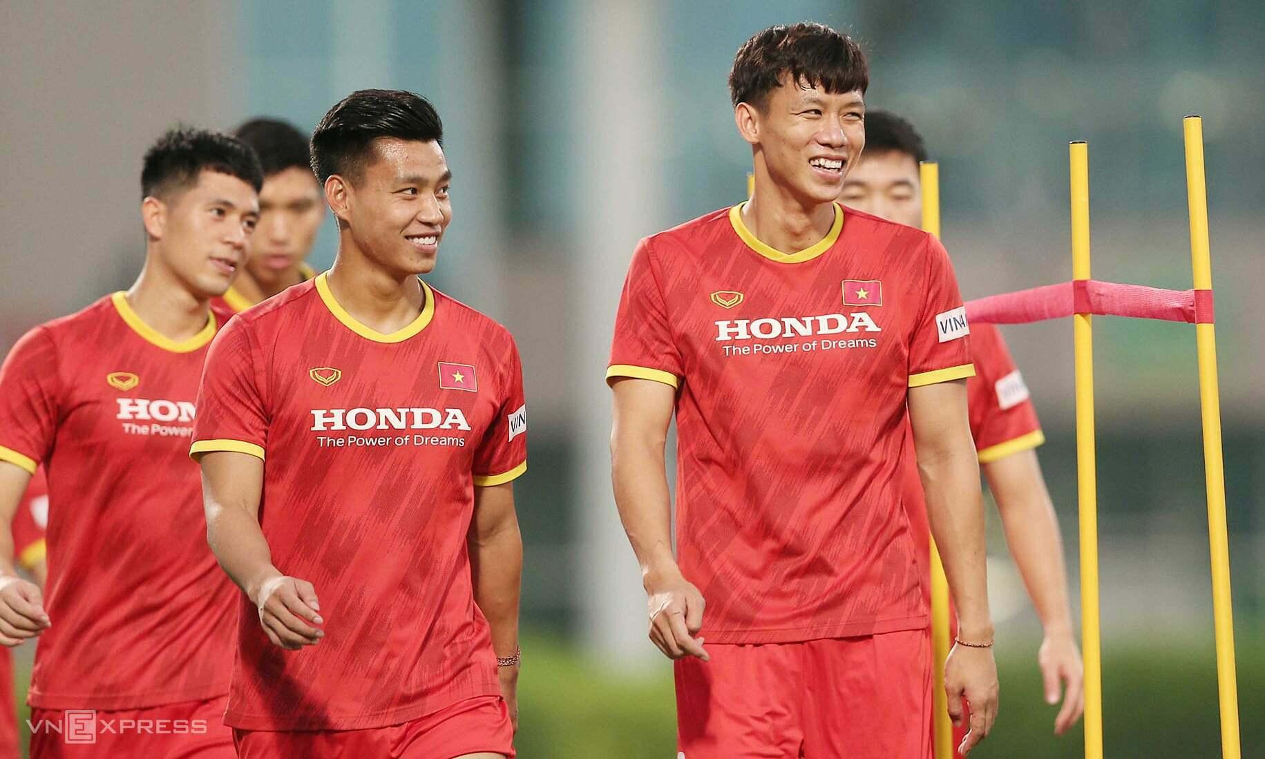 Tim Vietnam masih memegang puncak Grup G, tetapi setidaknya harus menang melawan Indonesia dan Malaysia.  Foto: Lam Thoa