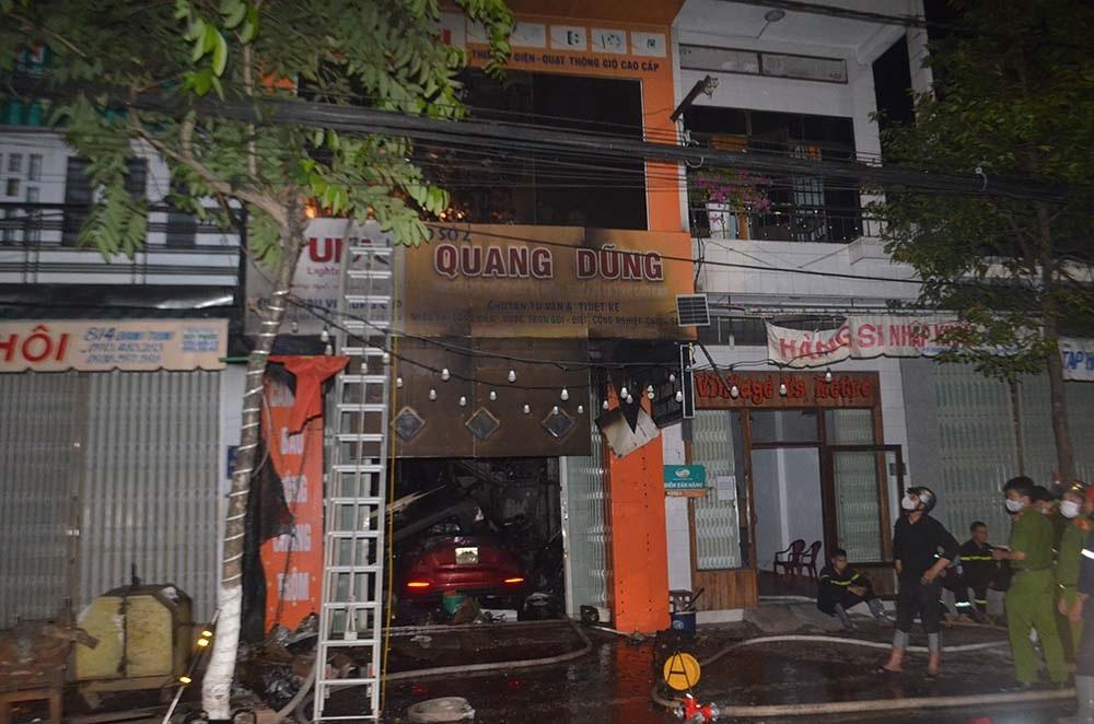 Cửa hàng Quang Dũng, nơi xảy ra vụ hỏa hoạn. Ảnh: Văn Nam.