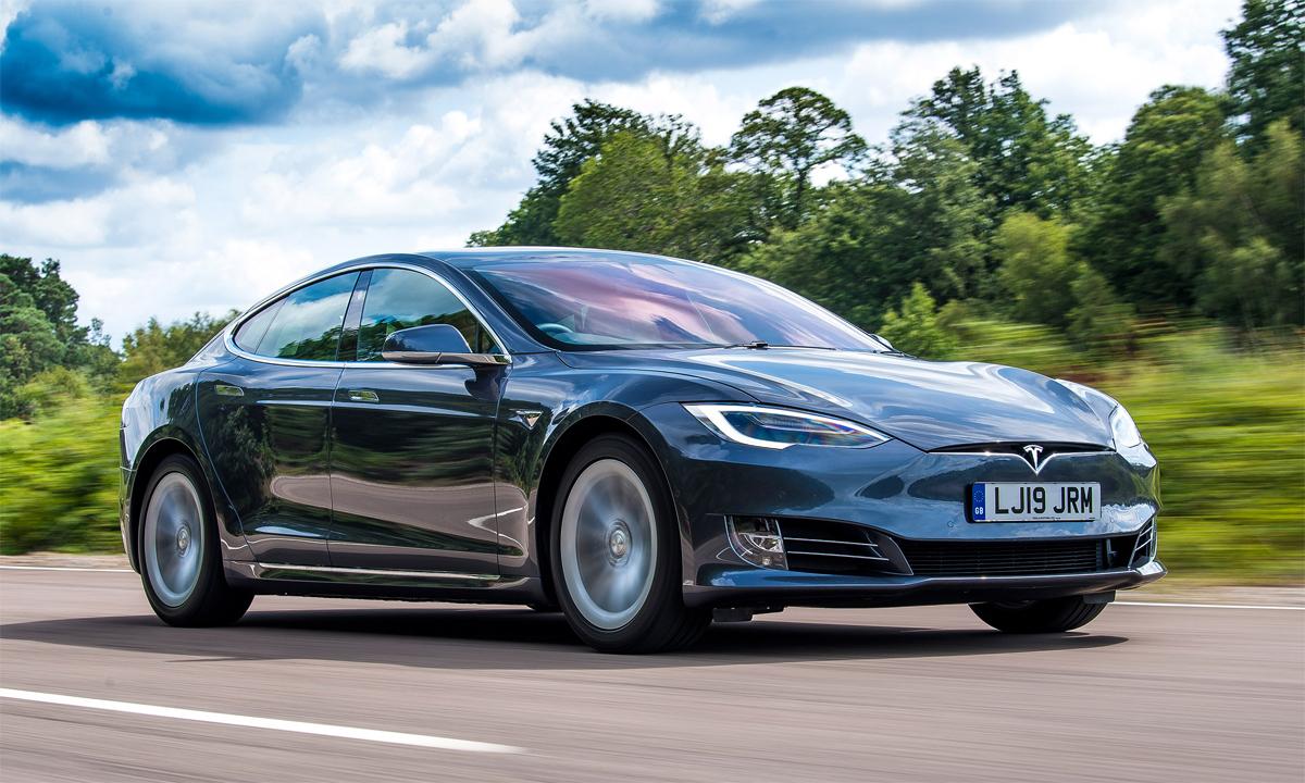 Một mẫu Model S Long Range lăn bánh tại Mỹ. Ảnh: Tesla