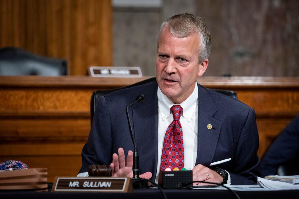 Thượng nghị sĩ Dan Sullivan tại Đồi Capitol tháng 5/2020. Ảnh: Reuters.