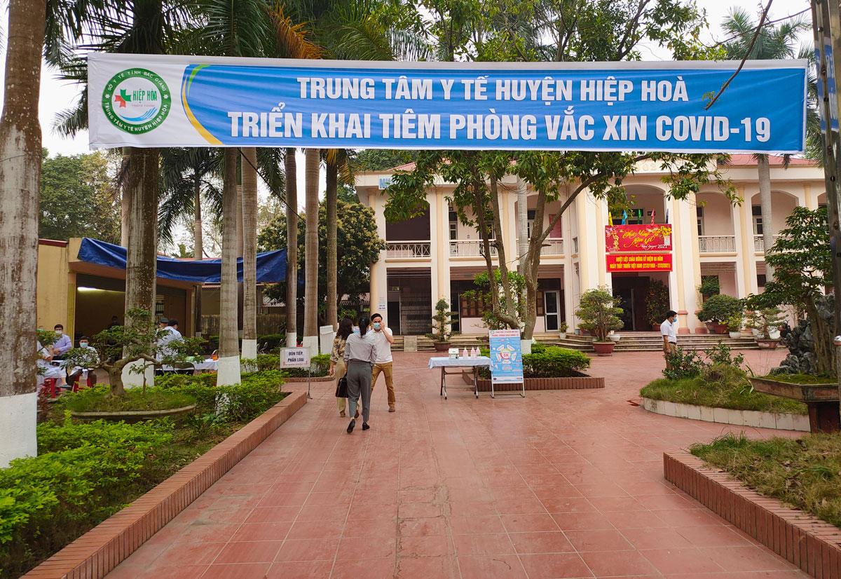 Trung tâm Y tế huyện Hiệp Hòa hồi tháng 3/2021, nay đặt Bệnh viện dã chiến điều trị bệnh nhân Covid-19. Ảnh: CDC Bắc Giang