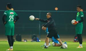 HLV Park Hang-seo chỉ dạy các thủ môn