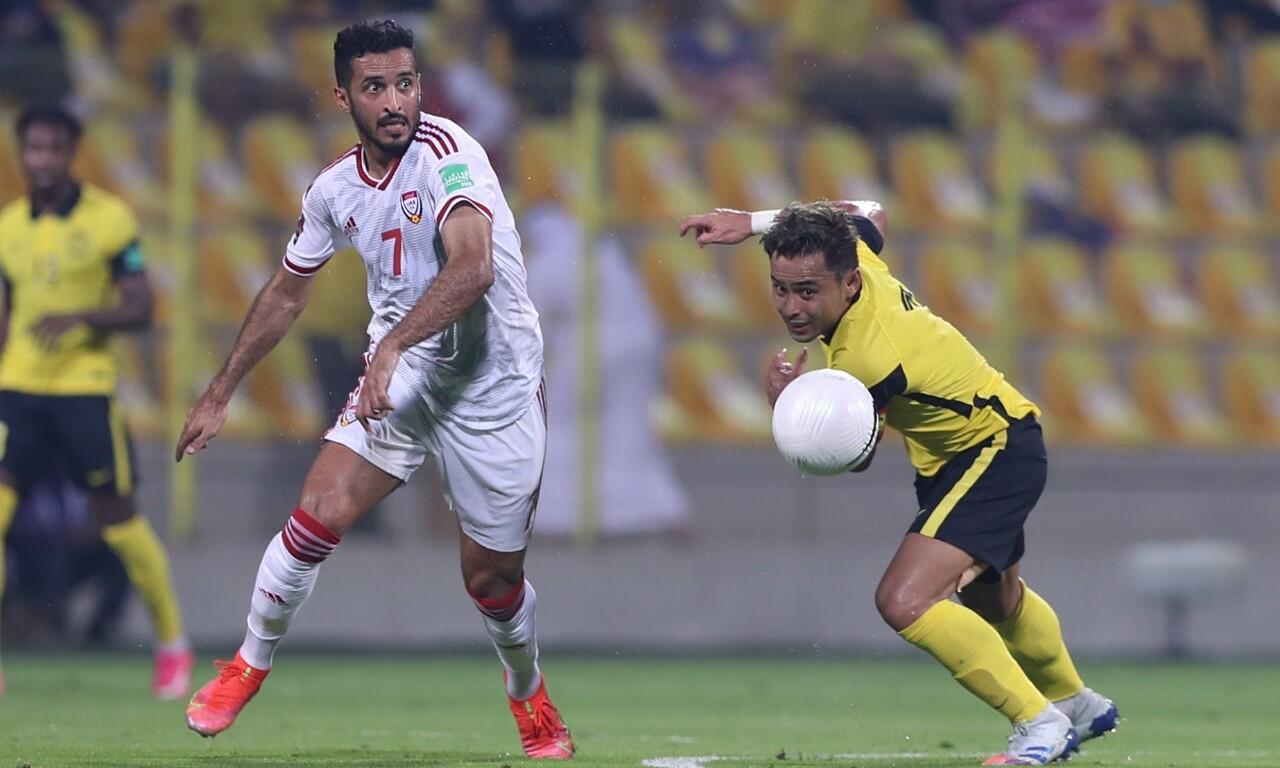 Mabkhout (trái) mới 30 tuổi nhưng có thành tích và hiệu suất ghi bàn ấn tượng cho UAE. Ảnh: Lâm Thoả