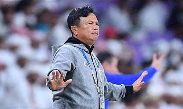 """โค้ชศิริศักดิ์ช่วยประเทศไทยถือ UAE ในเอเชียนคัพ - การแข่งขันจัดขึ้นที่ UAE เอง  ภาพถ่าย: """"Siam Sport ."""""""