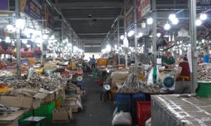 Tiểu thương chợ lớn nhất TP HCM than vắng khách