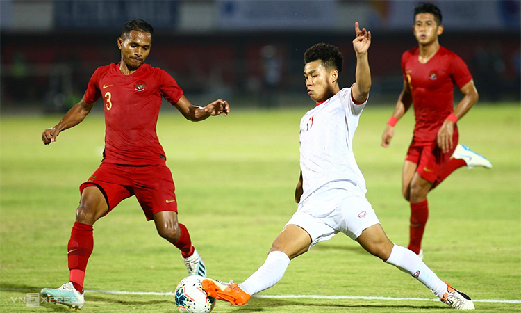 Ở cấp đội tuyển, Indonesia (áo đỏ) chưa từng là đối thủ dễ chơi với Việt Nam. Ảnh: Lâm Thoả