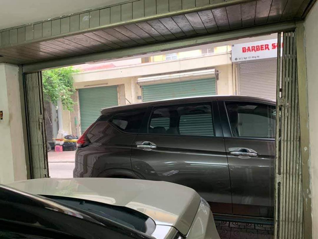 Gia chủ không thể đánh xe ra ngoài.