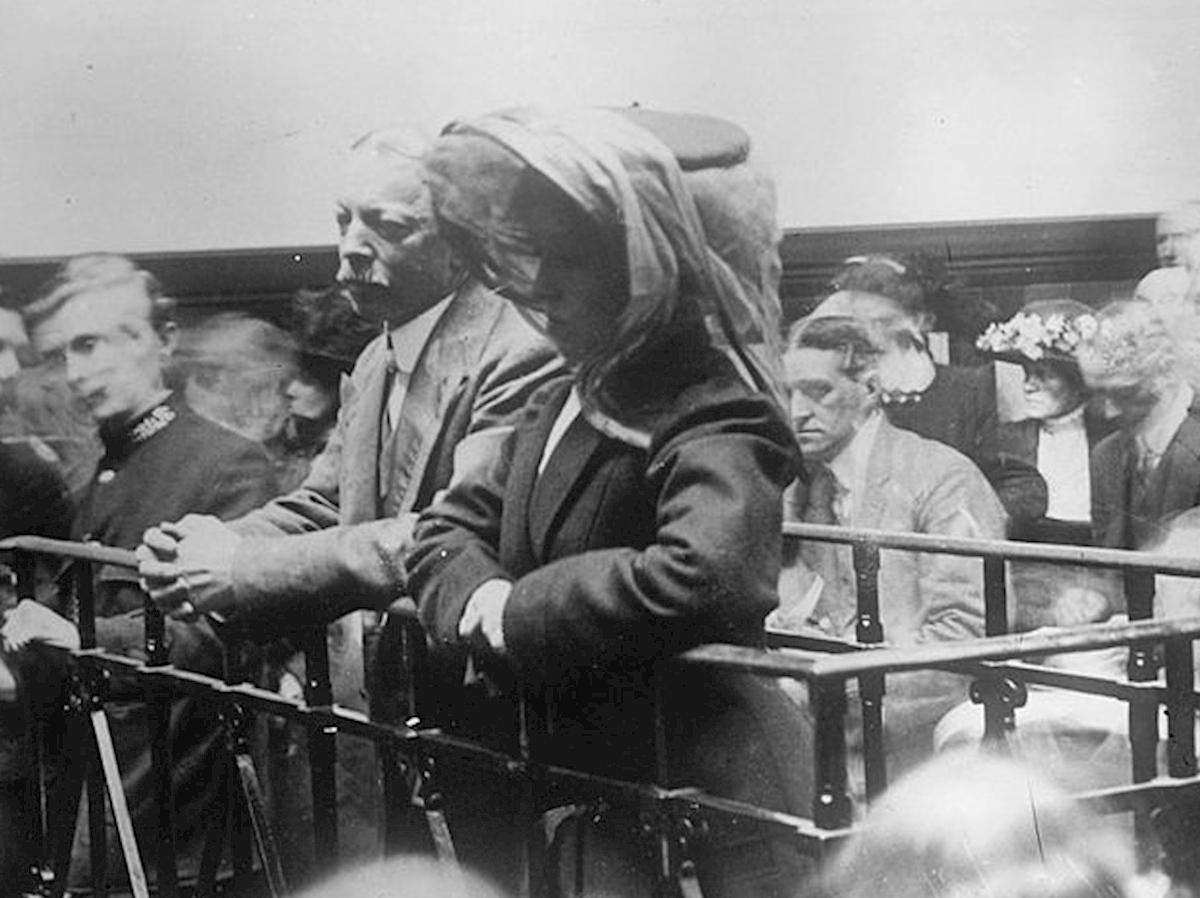 Ông Hawley và Ethel trong phiên toà. Ảnh: History Press
